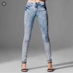 J95 BDG acid wash style high rise twig ankle jeans